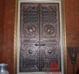 kerajinan-kaligrafi-pintu-kabah-tembaga
