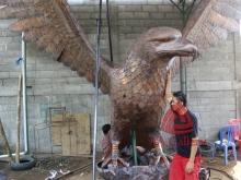 patung elang tembaga 12