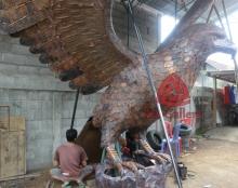 patung elang tembaga 15