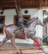Patung Kuda Tembaga 19