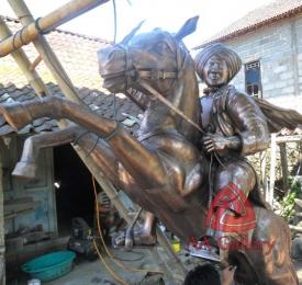 Patung Kuda Tembaga 12