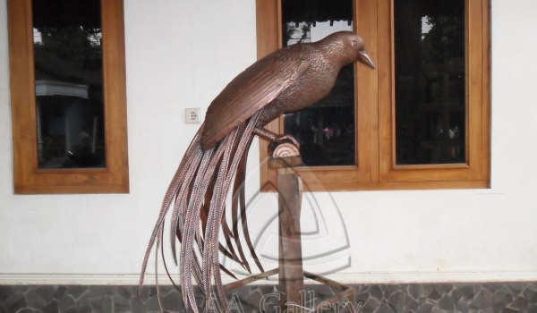 Kerajinan Patung Burung Cendrawasih Tembaga