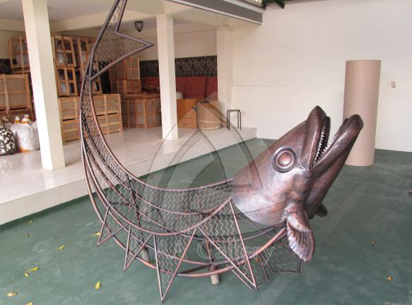 Patung Ikan Tembaga Abstrak