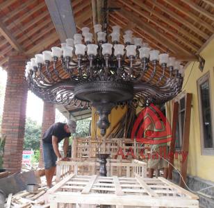 Kerajinan Lampu Robyong dari Tembaga atau Kuningan